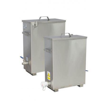 Urządzenie do wytopu wosku do produkcji świec z płaszczem wodnym i z izolowaną pokrywą
